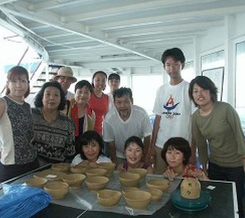 ピースボート船上陶芸教室<br>(今の思いを焼締る)/2003